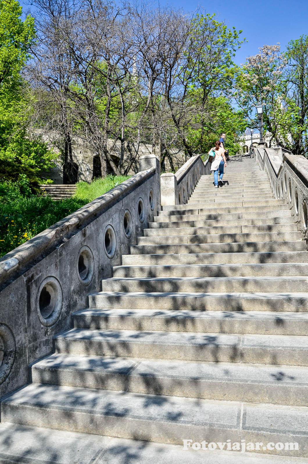 visitar budapeste castelo escadas praca Clark Adam