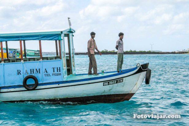 atividades maldivas andar de barco