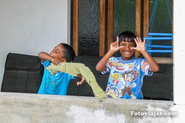 criancas a brincar maldivas