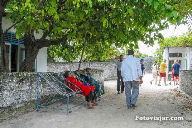 ilha maafushi nas maldivas